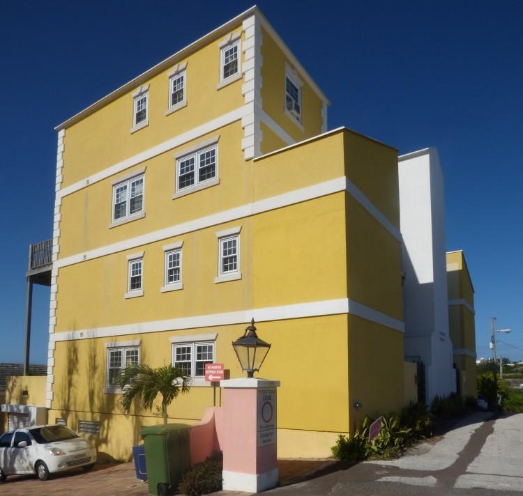 2 Bed Condominium For Rent in City of Hamilton